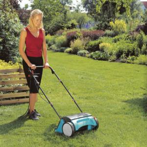 Dzięki aeracji masa korzeni traw wyraźnie się zwiększa, darń trawnika wyrównuje się, poprawiają się zdolności regeneracyjne trawy. Fot. Gardena