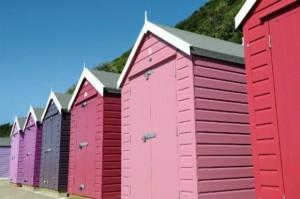 Pomalowane emaliami kabiny plażowe. Fot. Sadolin