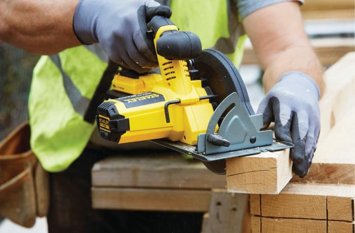 Akumulatorowa ręczna pilarka tarczowa Stanley