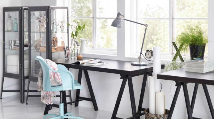 Domowe biuro - wybieramy lampkę biurkową
