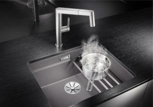 Pomysłowy zlewozmywak do małej kuchni