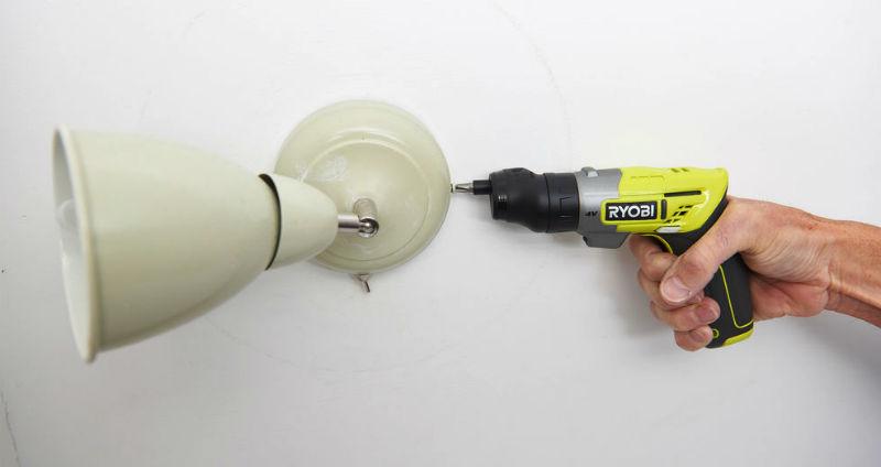Praktyczny wkrętak akumulatorowy Ryobi ERGO-A2