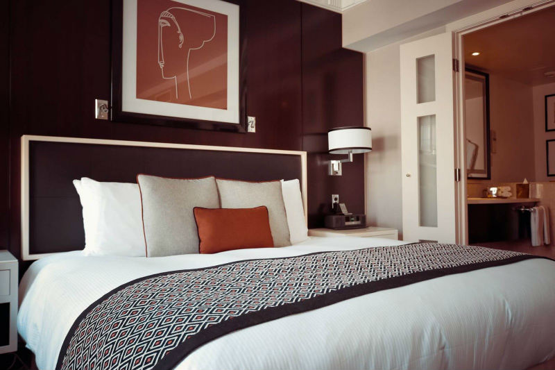 zagłówek nadaje klasycznego wyglądu twojej sypialni