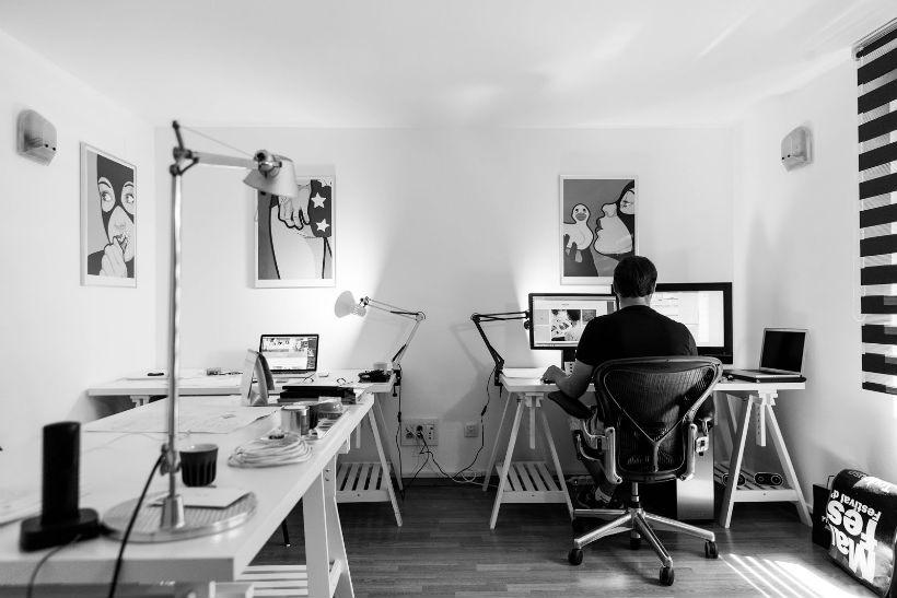 odpowiednie zaprojektowanie biura w domu wymaga doświadczenia