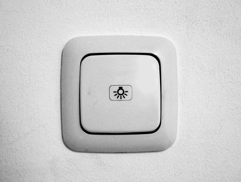 Włącznik światła – jakie rozwiązanie będzie najwygodniejsze?