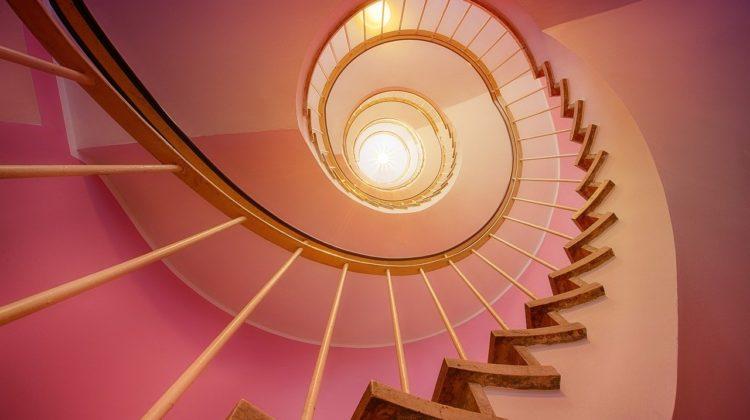 Jaki rodzaj schodów wybrać, gdy urządzamy swoje wnętrze?