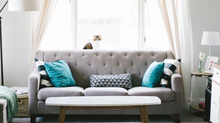 Jak w prosty sposób odmienić wygląd salonu?