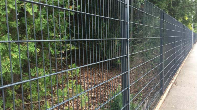 Podmurówka pod ogrodzenie panelowe - dlaczego warto w nią zainwestować?