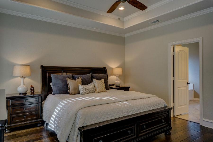 Łóźko drewniane do sypialni
