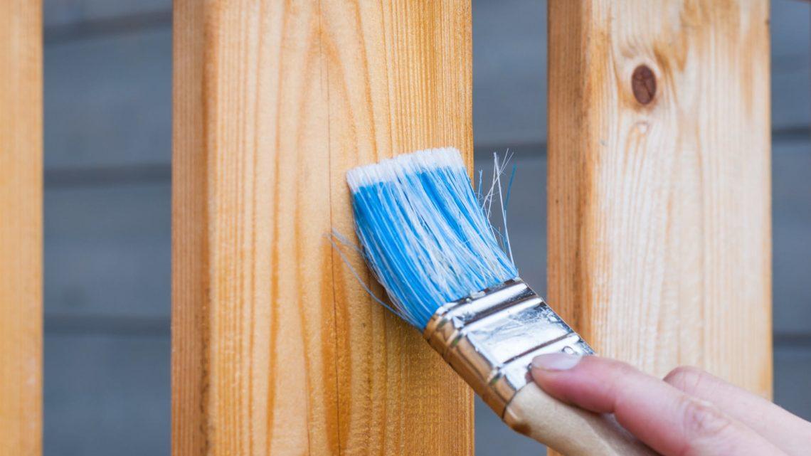 renowacja ogrodzenia - czym pomalować płot