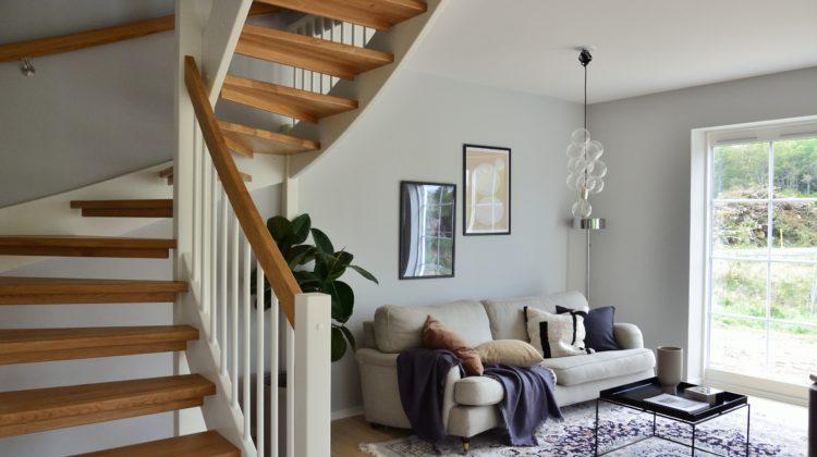 schody drewniane w domu jak je chronic
