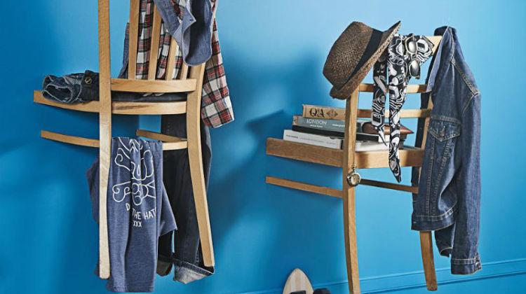 garderoba w przedpokoju z krzeseł