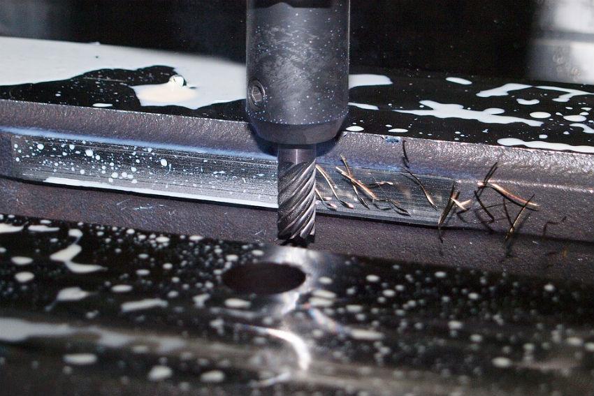 Wiertarko-frezarka stołowa - uniwersalne urządzenie do obróbki metalu