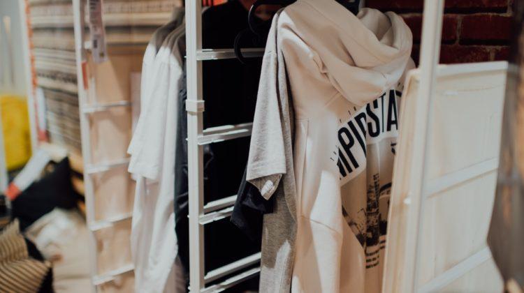 Jak zorganizować szafy w małym mieszkaniu?