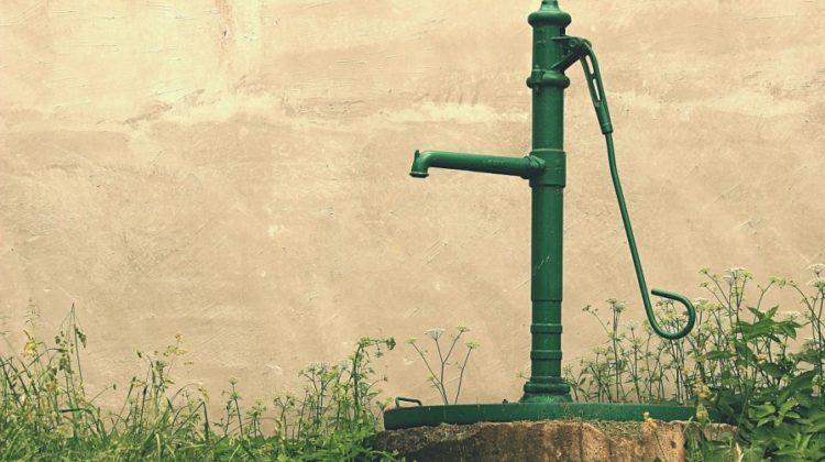 Hydrofor czy pompa głębinowa - co wybrać?