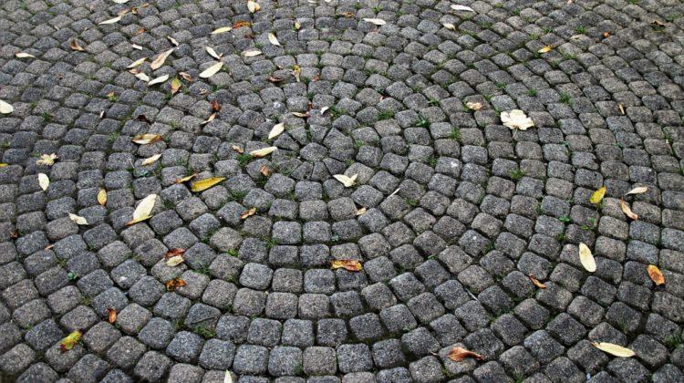 Jakościowa kostka brukowa – materiał na lata