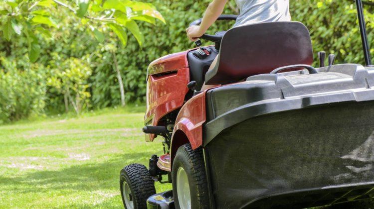 Jak wybrać traktor ogrodowy